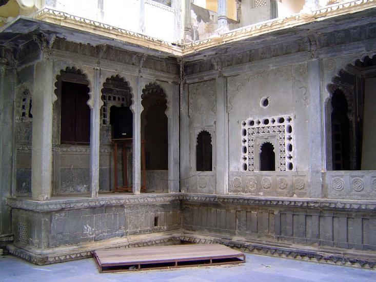 Peninsular India: Udaipur City Palace and Bagore ki Haveli picture 19