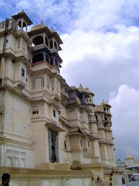 Peninsular India: Udaipur City Palace and Bagore ki Haveli picture 2