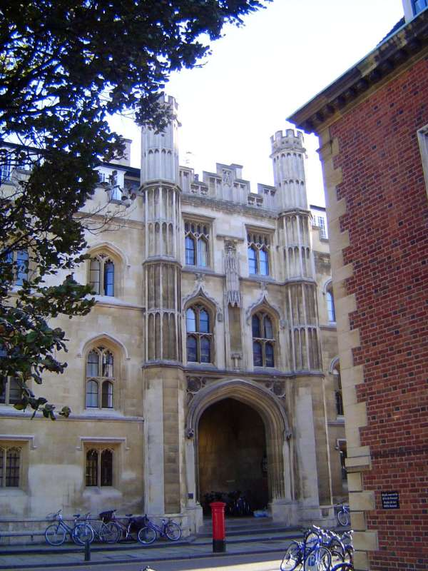 The United Kingdom: Cambridge: Antique and Modern