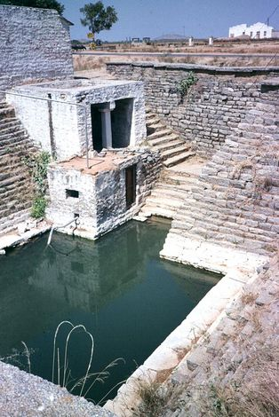 India Themes: Irrigation 1: Ancient Methods picture 1