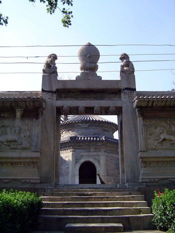 China: Beijing: Eunuch Tombs picture 5