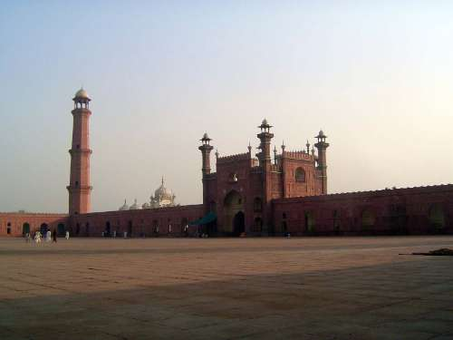 Pakistan: Lahore: Bad Shahi Mosque picture 8