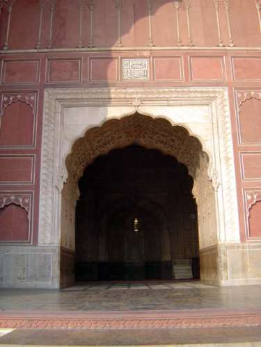 Pakistan: Lahore: Bad Shahi Mosque picture 10