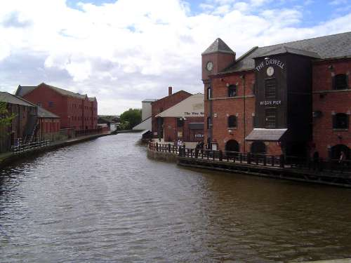 The United Kingdom: Wigan picture 13