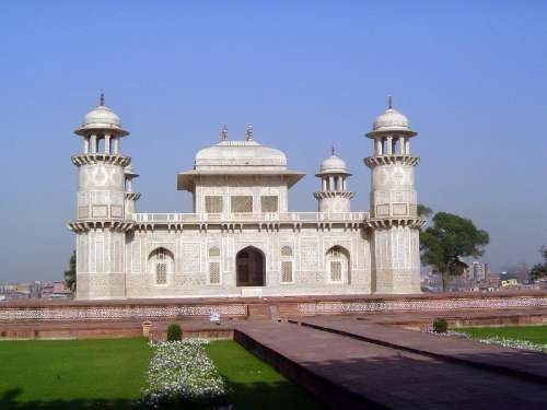 Northern India: Tomb of Itimad-ud-Daulah picture 4