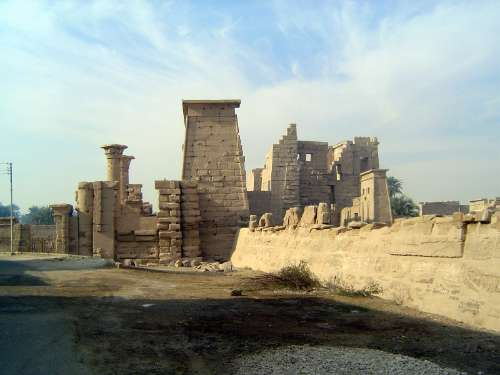 Egypt: Medinet Habu picture 7