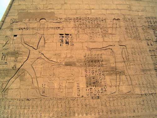 Egypt: Medinet Habu picture 17