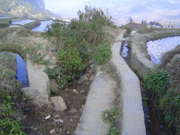 China: Hani Terraces 1: Walking a Channel picture 26