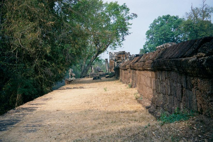 Cambodia (Angkor): East Mebon and Banteay Samre picture 1