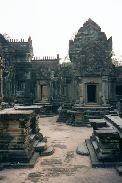 Cambodia (Angkor): East Mebon and Banteay Samre picture 15