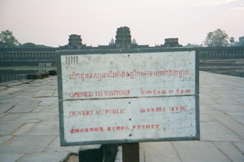 Cambodia (Angkor): Looking at Tourists picture 3