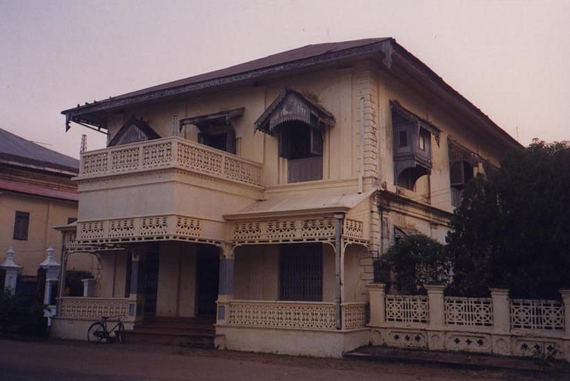 Burma / Myanmar: Moulmein 3: Colonial Houses picture 1