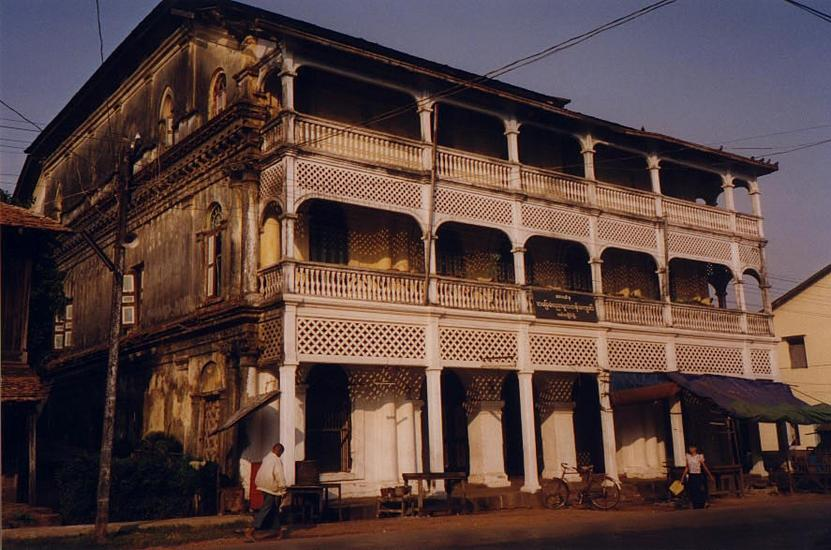 Burma / Myanmar: Moulmein 3: Colonial Houses picture 5