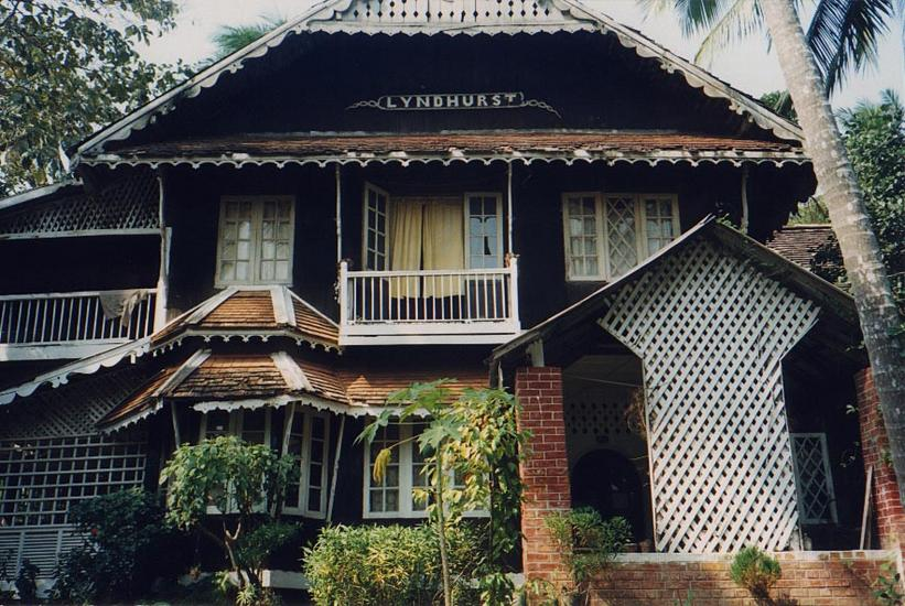 Burma / Myanmar: Moulmein 3: Colonial Houses picture 9