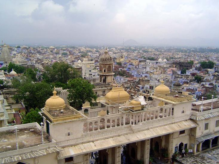 Peninsular India: Udaipur City Palace and Bagore ki Haveli picture 5