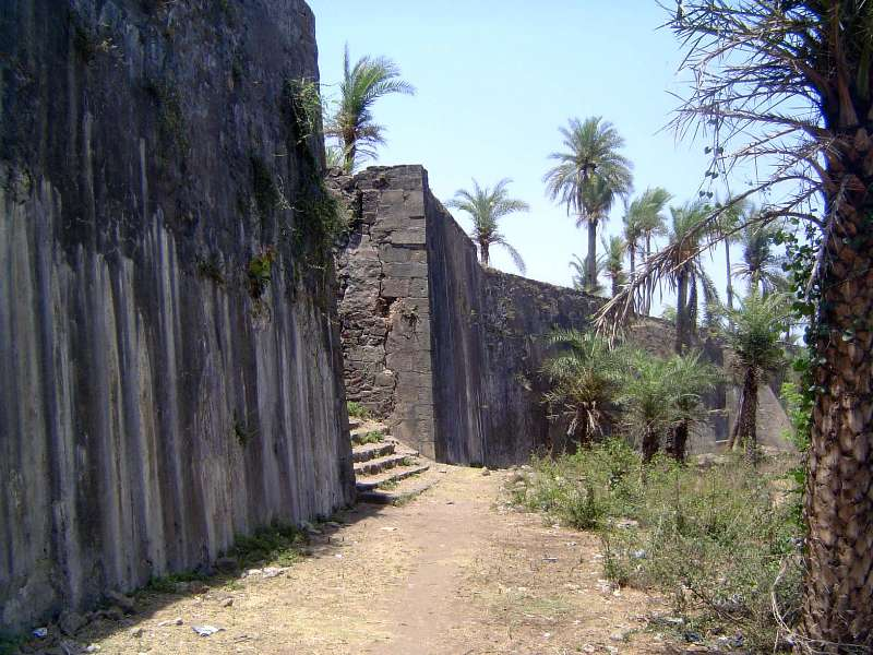 Peninsular India: Bassein Fort picture 1