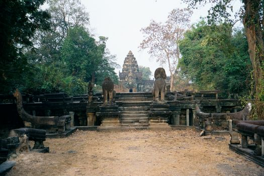 Cambodia (Angkor): East Mebon and Banteay Samre picture 6