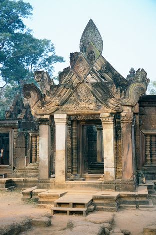 Cambodia (Angkor): Banteay Srei picture 2
