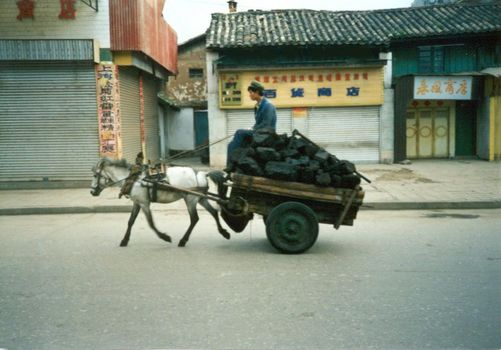 China: Kunming and the Road North picture 4