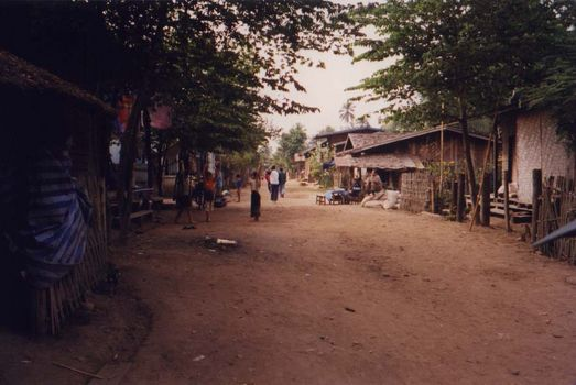 Laos: Mekong Below Houayxay picture 9