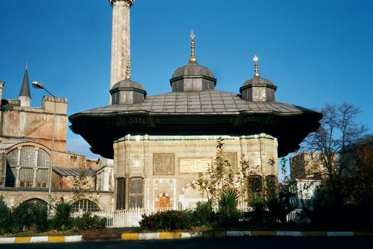 Turkey (Istanbul): Topkapi and Dolmabahce picture 1
