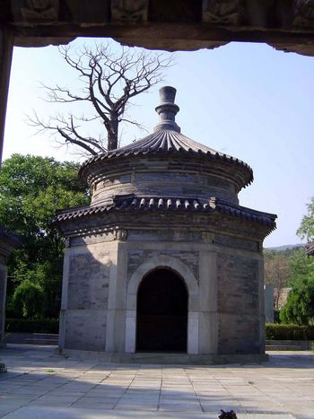 China: Beijing: Eunuch Tombs picture 8