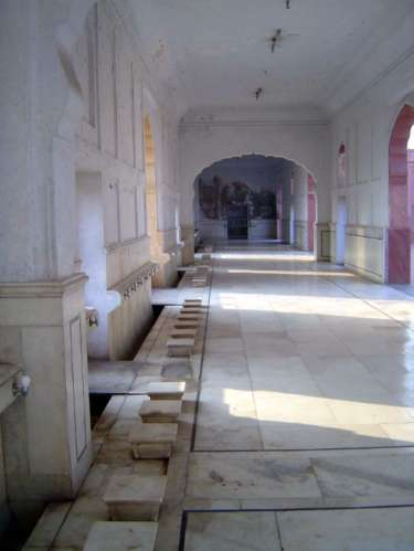 Pakistan: Lahore: Bad Shahi Mosque picture 20