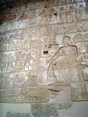 Egypt: Medinet Habu picture 33
