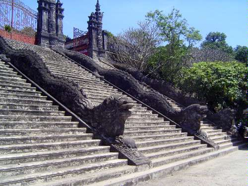 Vietnam: Hue: Royal Tombs picture 15