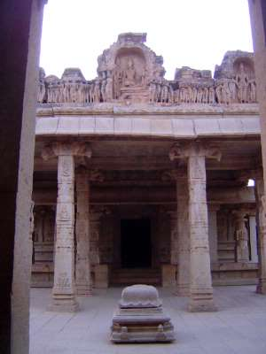 Peninsular India: Hampi Royal Center